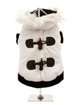 Luxury White Toggle Quilted Ski Parka - A cute ski parka that would fit in on the ski slopes of St. Anton! The arms and hem are both elasticated to ensure the best possible fit. While the velcro fastening makes it easy to take on and off your dog. The black fleece material lining will keep your dog cosy and warm.